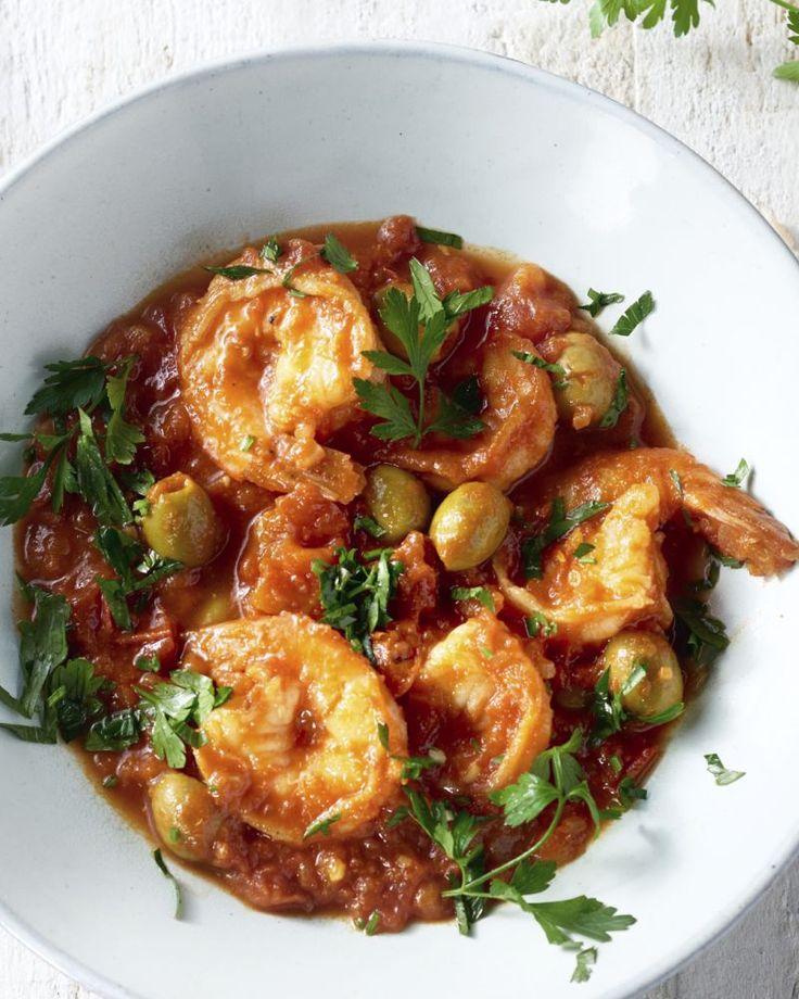 Probeer zeker eens deze lekkere gebakken scampi's, op smaak gebracht met ras el hanout, een kruidige tomatensaus, olijven en couscous. Een slanke topper!