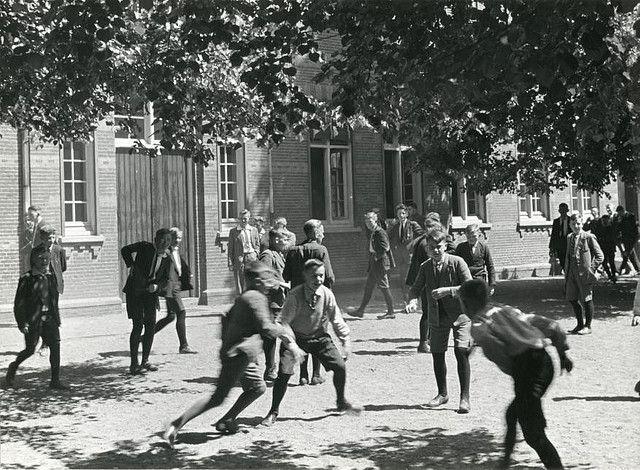 Speelkwartiertje op het schoolplein.