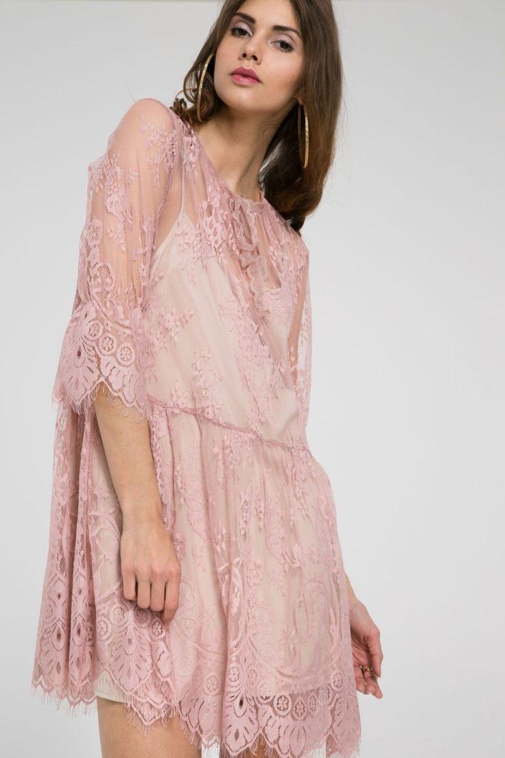 Luźna sukienka koronkowa - różowy