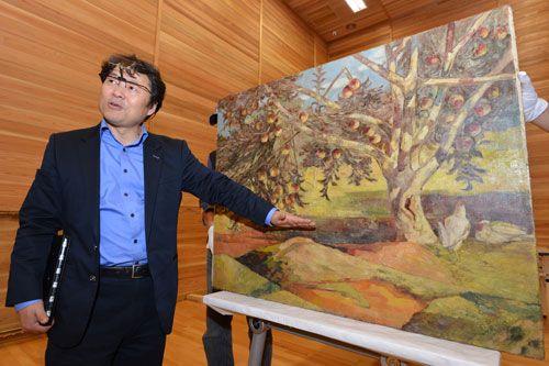 """""""이인성 `사과나무` 나이프로 긁고, 캔버스 질감 살린 작품"""" - 매일신문"""