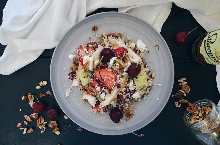 Chicken, fruit & quinoa salad | Fika Stories http://www.fikastories.com/2016/07/chicken-fruit-quinoa-protein-salad.html