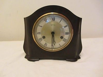 Handsome Smiths Enfield bakelite clock in good condition but alas does not work. No key, pendulum in situ. Movement signed Smiths Enfield F3AF551. Offered for spares or repair. Sent by standard parcel