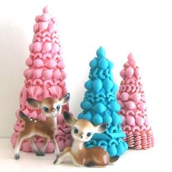 Make your own vintage inspired pasta Christmas Trees!I have those deer need the trees now!