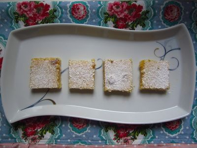 Lemon Bars / Squares - Quick and Easy Recipes http://quickneasyrecipe.weebly.com/lemon-bars--squares.html