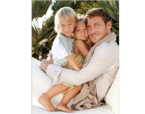 """10 chi è?  who is?  guess three names of famous father and send an email to info@carmelari.com  Win a micro-box """"Dad I love U"""""""