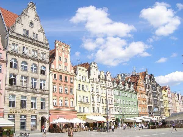 Rynek Główny we Wrocławiu / Poland  More: http://www.nocowanie.pl/rynek_glowny,148347.html  #history #monuments #Wrocław #Poland #travel #nocowaniepl