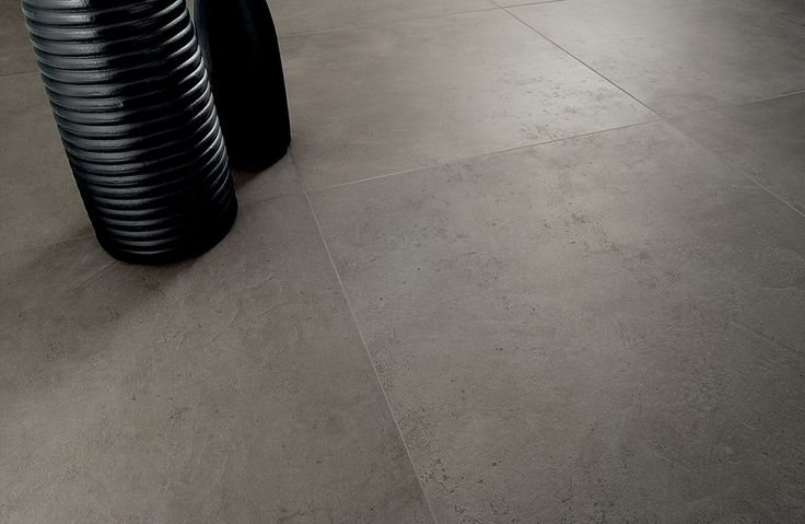 Antracite betonlook met een stedelijke spirit en een natuurlijke charme (19-UT) Tegelhuys