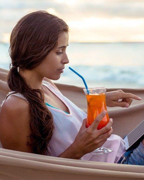 Internet im Ausland: Tipps für WLAN-Sicherheit und günstiges Surfen. @travelontoast gibt im Magazin Tipps für den Urlaub.   #ERGODirekt #Smartphone