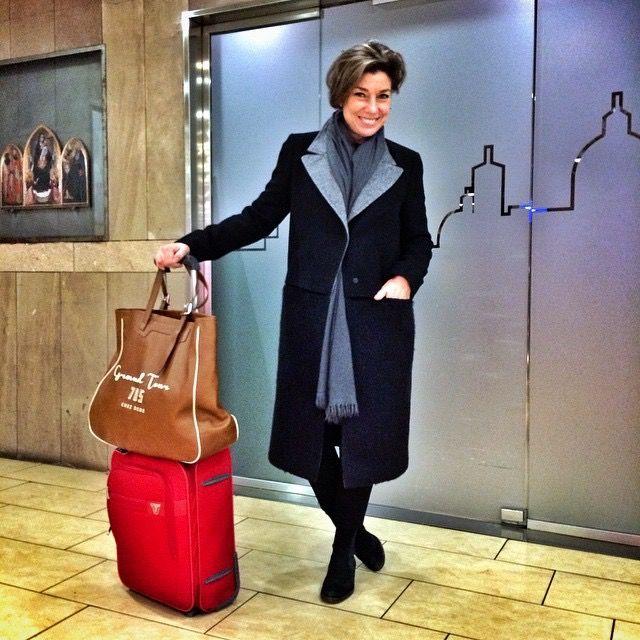 Hoje em dia viajar é coisa complicada! Aeroportos enormes e viagens longas exigem conforto e praticidade sem perder a elegância!