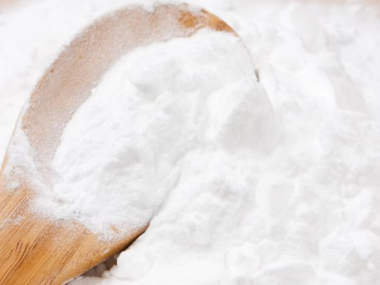 Le bicarbonate est l'allié d'un sourire éclatant. Utilisez-les régulièrement !