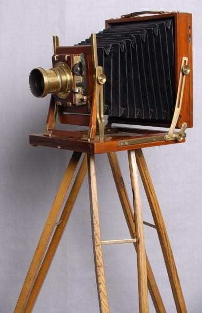 Since 1851 professional photographers used these cameras in their studios, (once the process of glass plate negatives had been perfected)
