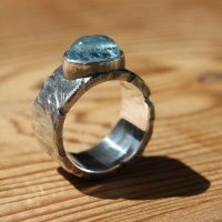 Ruwe ring met Aquamarijn  Willu - Handgemaakte unieke sieraden. Ringen, armbanden, colliers, kettingen, hangers.
