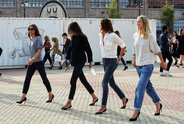 You gotta love them, the Vogue Paris editors (obviously I do!). Not only how they dress alike--despite all the fashion peacocking around the international runway shows-- but also how they stay true to their understated yet polished uniforms, anchored in jeans and pointy-toe pumps.