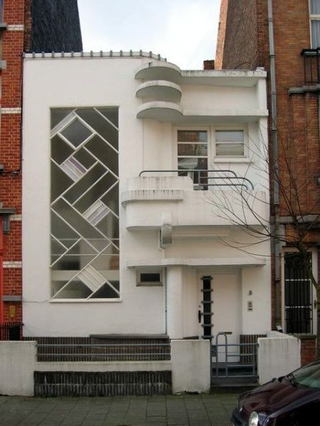 Modernist house 1930.  Architect Louis Tenaerts (1898 — ?).  Address:  Rue de la Seconde Reine 5 1180 Uccle Belgium  Note: some sources date the house to 1933. wiki uses the 1930 date (https://fr.wikipedia.org/wiki/Louis_Tenaerts)