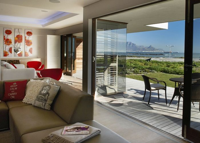 Water's Edge #villa in #Blouberg | picture postcard view of #TableMountain