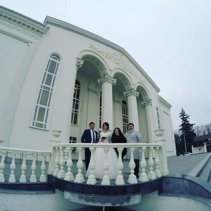I celebrate their marriage and wish them happy life! We took picture just  infromt of Ekatarinsky Zal! Краснодар! #краснодарскийкрай #travelvloggers #travelvlogger #vlog #selcukunluturk #selcukunluturktravels #monopoltur #monopoldailytours #travel #instatravel #krasnodar #russia #rusya