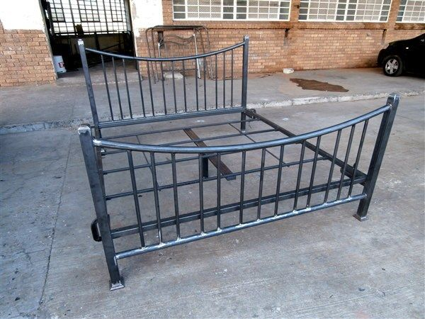 Tasneem Grey #metalbeds #ironbeds #wroughtiron #wroughtironbed #wroughtironcrafts #daybed #wroughtirondaybed #irondaybed #metaldaybed
