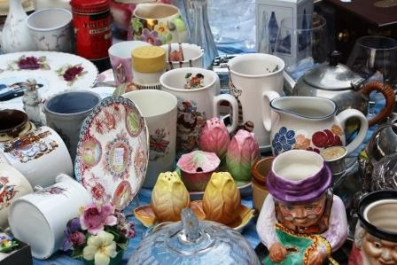 The colour and variety of china..loving the salt and pepper pots!  Nostaligic items found at Abergavenny Market Antique Fair, Flea Market and Car Boot sale, Every 3rd Sunday of the month. All are very welcome. Join us on Facebook and Follow us on Twitter https://twitter.com/LoveyourMarket
