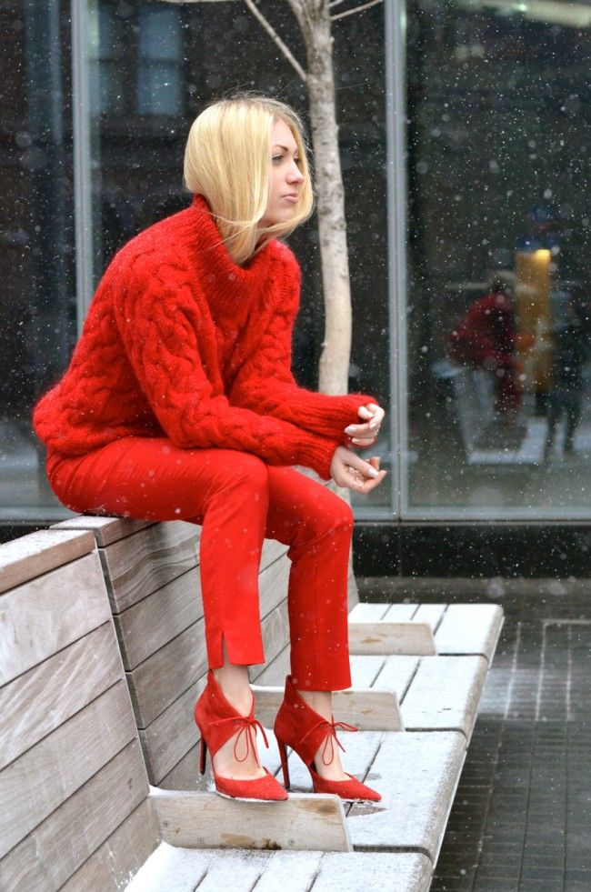 head to toe red // thestylesafari.com styleblogger, fashion blogger, Stefanie Schoen all red outfit, street style, how to wear red, turtleneck, handmade, funnelneck, knit, snow, red shoes,