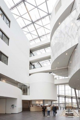 Kordekor   Innoverende interieurs    Barco, Kortrijk Belgium #open #space #atrium #acoustic #solutions #stretch #wall #white #interior #futuristic
