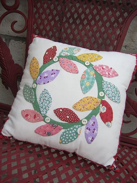 ~ 1930's Reproduction Applique Pillow w/ Buttons ~