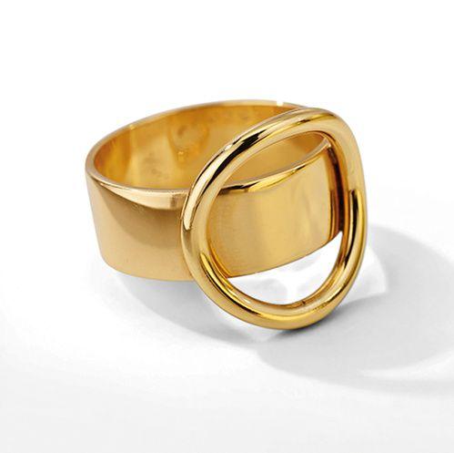 La bague ronde minimaliste en or jaune de Dinh Van