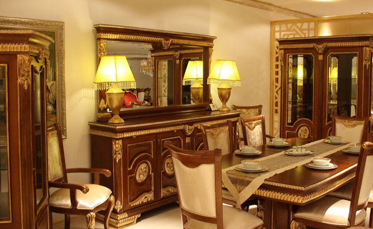 Renginden dolayı yoğun ilgi gören yemek odası, masa, vitrin, gümüşlük, altı kolsuz sandalye, iki kollu sandalye ve konsoldan oluşuyor. http://www.asortie.com/yemek-odasi-107-Defne-Klasik-Yemek-Odasi