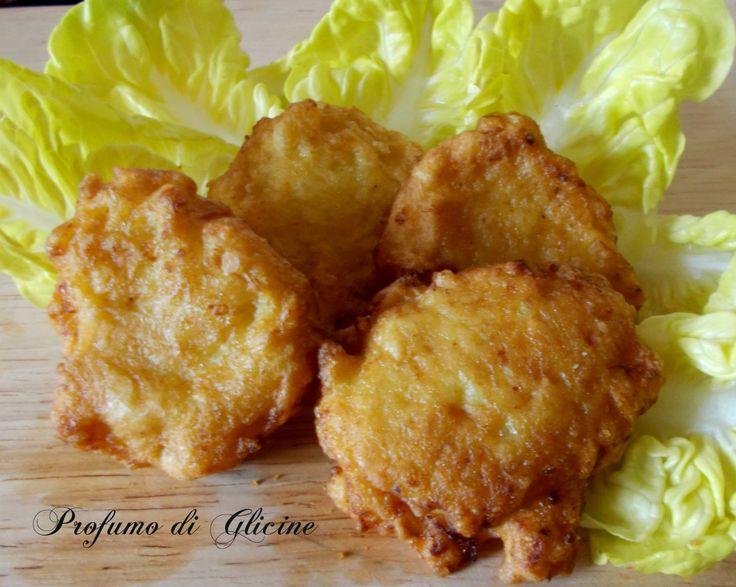 Frittelle di cavolfiore - Le frittelle di cavolfiore sono uno sfizioso secondo piatto vegetariano da servire anche come antipasto finger food.