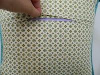 installing zipper closure in a pillow cover {tutorial}... great tutorial; I like that it's a covered zipper closure!