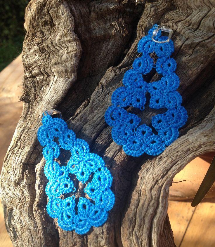 Petites Boucles dentelle coton bleu vif : Boucles d'oreille par syleva