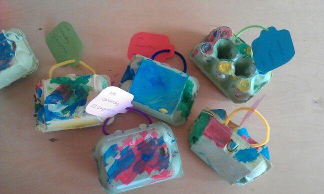 Koffertje voor thema vakantie gemaakt van eierdoosjes