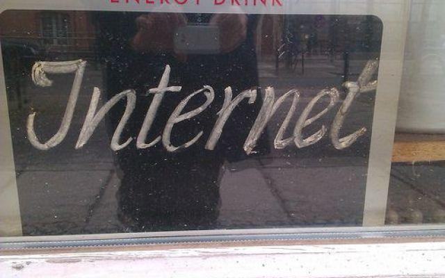 In esaurimento gli indirizzi IPv4, ma saranno rimpiazzati da quelli a 128 bit Stanno per finire gli indirizzi IP assegnati dall'ICANN a 32 bit (IPv4), sono in arrivo quelli a 128 bit (IPv6): le infrastrutture sono già presisposte da tempo per il passaggio, per gli utenti comun