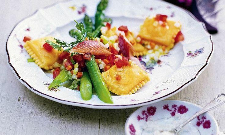 Entdecken Sie unser Rezept für Pilzravioli mit Salbeibutter. Ein Gericht, das voller Aromen steckt. Kleiner Tipp: Safran veredelt den Nudelteig.
