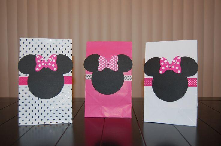 Moldes hacer bolsitas de Minnie - Imagui