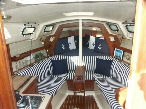 Not big enough for a live aboard, but a great weekend cruiser - Interior of 1990 28 Hunter