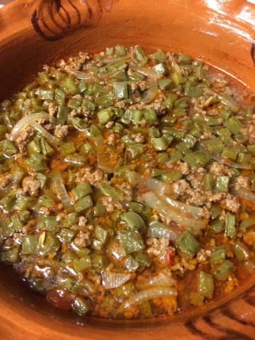 Nopalitos con carne molida  Ingredientes: 1/2 libra de carne molida 3 bolsita de no palitos picados ( bolsitas ziploc) Pimienta Comino Ajo 3 1/2 cebolla en rodajas ( chica)&n…