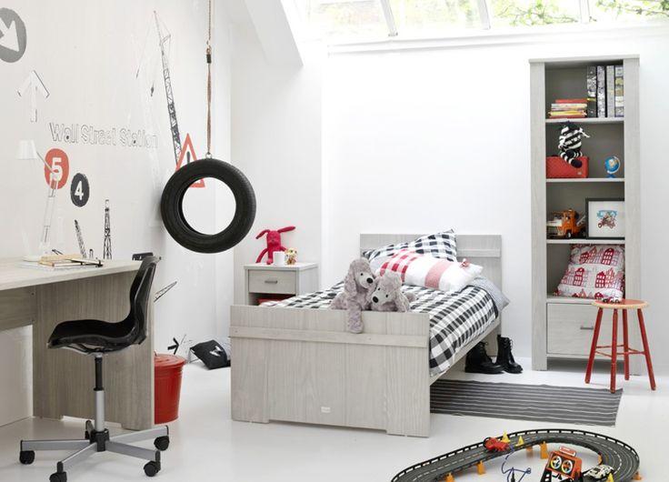 17 beste idee n over rood zwarte slaapkamers op pinterest rode slaapkamerthema 39 s rode - Blauwe en grijze jongens kamer ...
