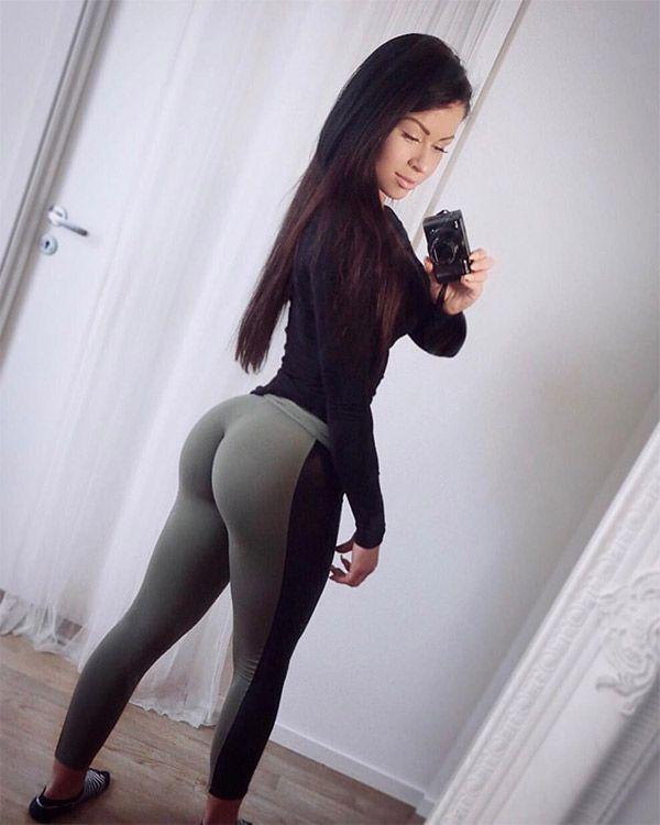 Yoga pants webcam — photo 5