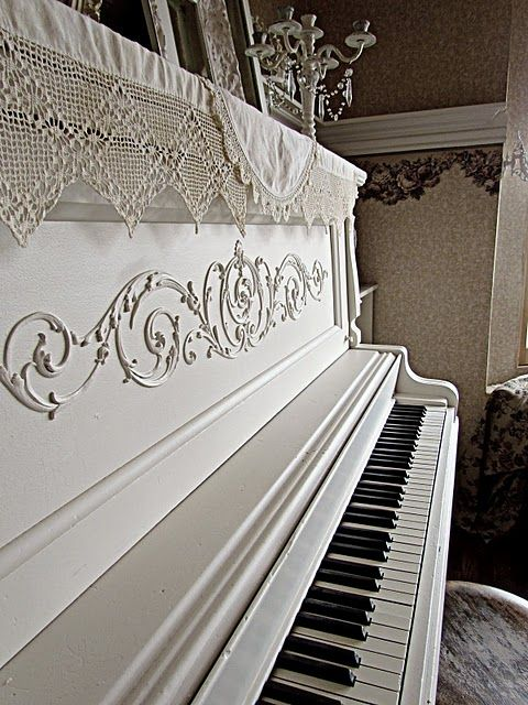 now THAT'S a lovely piano!Music, Painting Piano, Grand Piano, White Piano, The Piano, Shabby Chic, Design Home, Modern House, Old Pianos