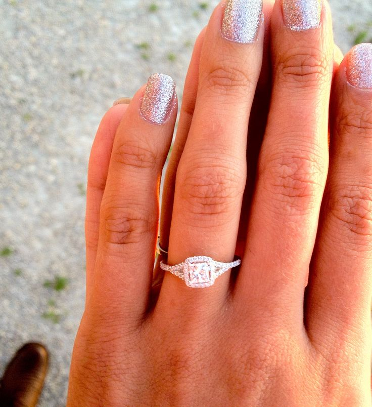So delicate and simple. Love the square shape with diamonds around it