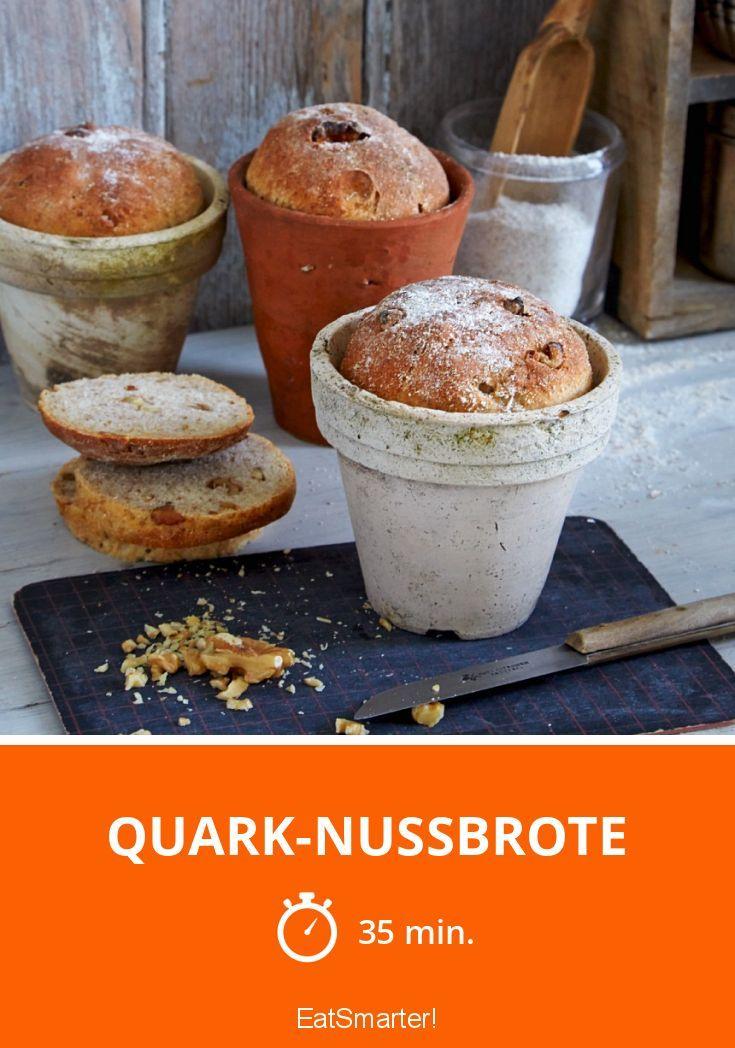 Quark-Nussbrote im Tontopf gebacken: http://eatsmarter.de/rezepte/quark-nussbrote