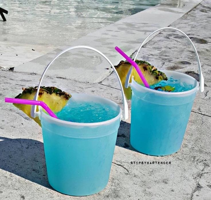 Electric Poolside Punch Cocktail - For more delicious recipes and drinks, visit us here: www.tipsybartender.com