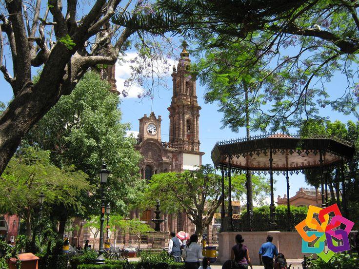 MICHOACÁN MÁGICO. Es la tercer ciudad en importancia económica del estado de Michoacán. Zamora es un municipio dedicado a la producción de fresa y zarzamora y cada año lo festeja con una feria en honor a esta deliciosa fruta. Michoacán Mágico le invita a deleitarse con la belleza arquitectónica de la ciudad de Zamora y a probar sus tradicionales fresas con crema. HOTEL ZIRAHUEN http://www.hzirahuen.com