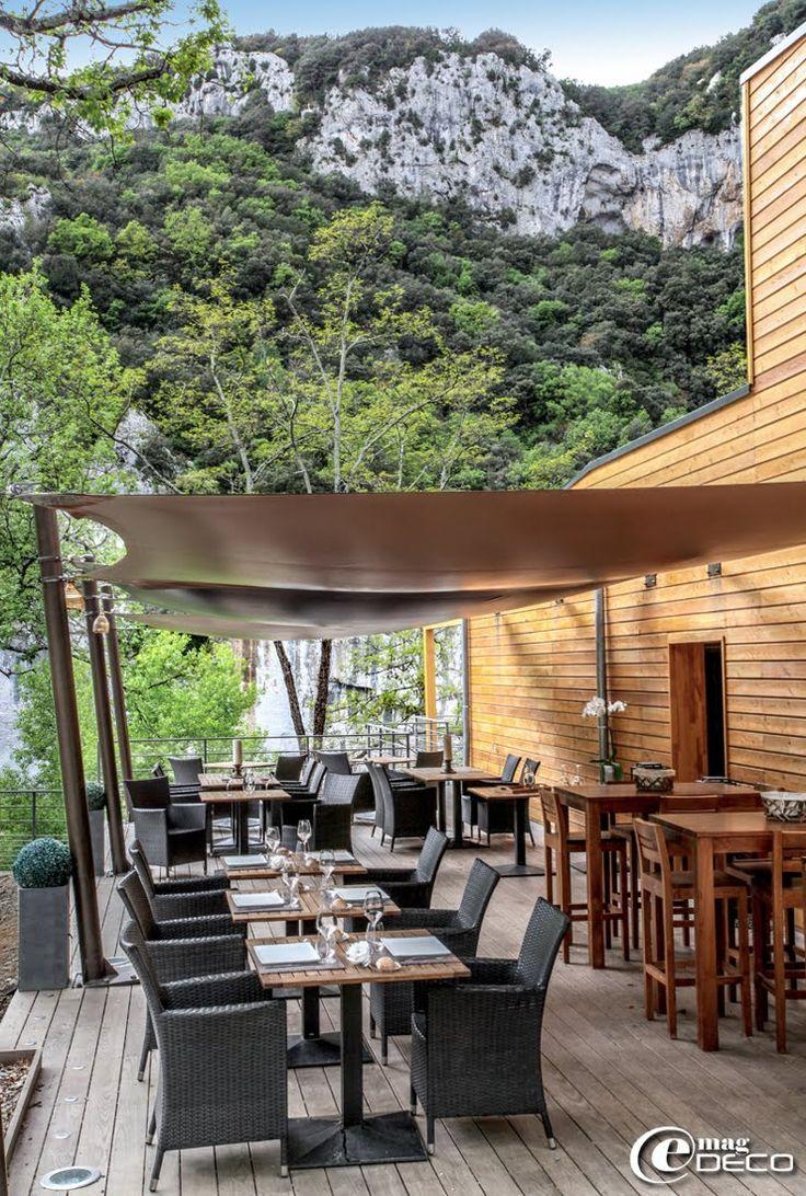Sous des toiles tendues Soltis Ferrari, Lodge du Pont d'Arc  a la riviere Ardeche, des kayaks, des glampings familiales