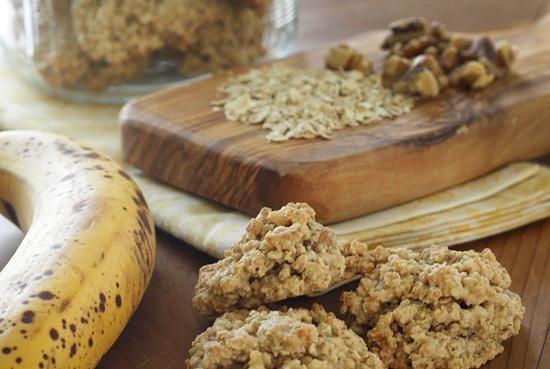 Овсяное печенье с бананом и семечками. https://www.go-cook.ru/ovsyanoe-pechene-s-bananom-i-semechkami/  Нехитрый рецепт домашней выпечки. Такое угощение можно смело рекомендовать детям — оно достаточно низко калорийно и не содержит шоколада. Времени на приготовление сего кулинарного чуда, много не потербуется Рецепт овсяного печенья с бананом и семечками Время подготовки: 15 минут Время приготовления: 30 минут Общее время: 45 минут Кухня: Русская Тип: Десерт Порций: 4 Ингредиенты Сто ……