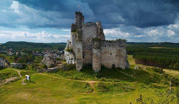 Atrakcje turystyczne Polski: Zamek w Mirowie na Szlaku Orlich Gniazd