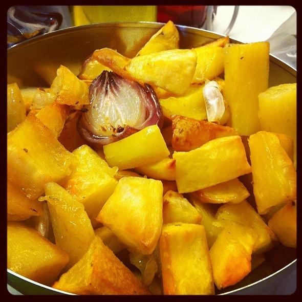 Patate al forno con aglio e cipolla di Tropea