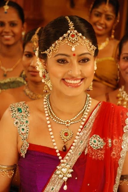 Sneha in uncut diamond necklace,long chain and mang tika