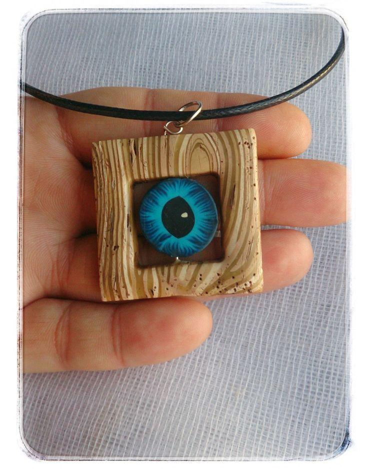 Χειροποίητο μενταγιόν απομίμηση ξύλου από πολυμερικο πηλό και μπλε μάτι