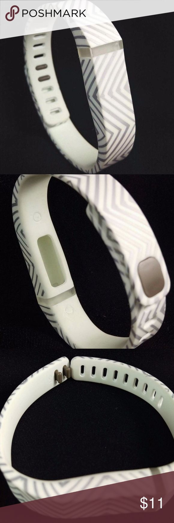 Fitbit Flex Band Chevron Silver White Patterned Smart Buddies brand replacement band for Fitbit Flex.  This listing is for the band only.  Adorable grey and white chevron design. 1 Replacement fashion band for use with Fitbit Flex. 1 clasp for secure closure. Add color and style to your Fitbit Flex Activity Tracker. Made of high-quality TPE material.  BLT1 Smart Buddies Accessories